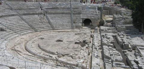 """Teatro greco a SIRACUSA Ciclo """"LE DONNE E LA GUERRA""""      (15 – 17 giugno 2019)"""