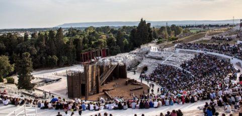 Teatro greco a Siracusa     STAGIONE 2020        BACCANTI DI EURIPIDE- IFIGENIA DI EURIPIDE- NUVOLE DI ARISTOFANE   (18  al  21 giugno 2020)